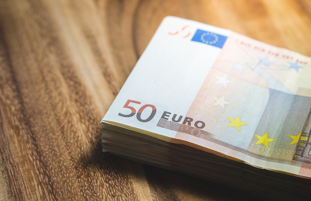 """Most """"expensive"""" public employee sent to court after being paid EUR 15,000 for one hour at work"""