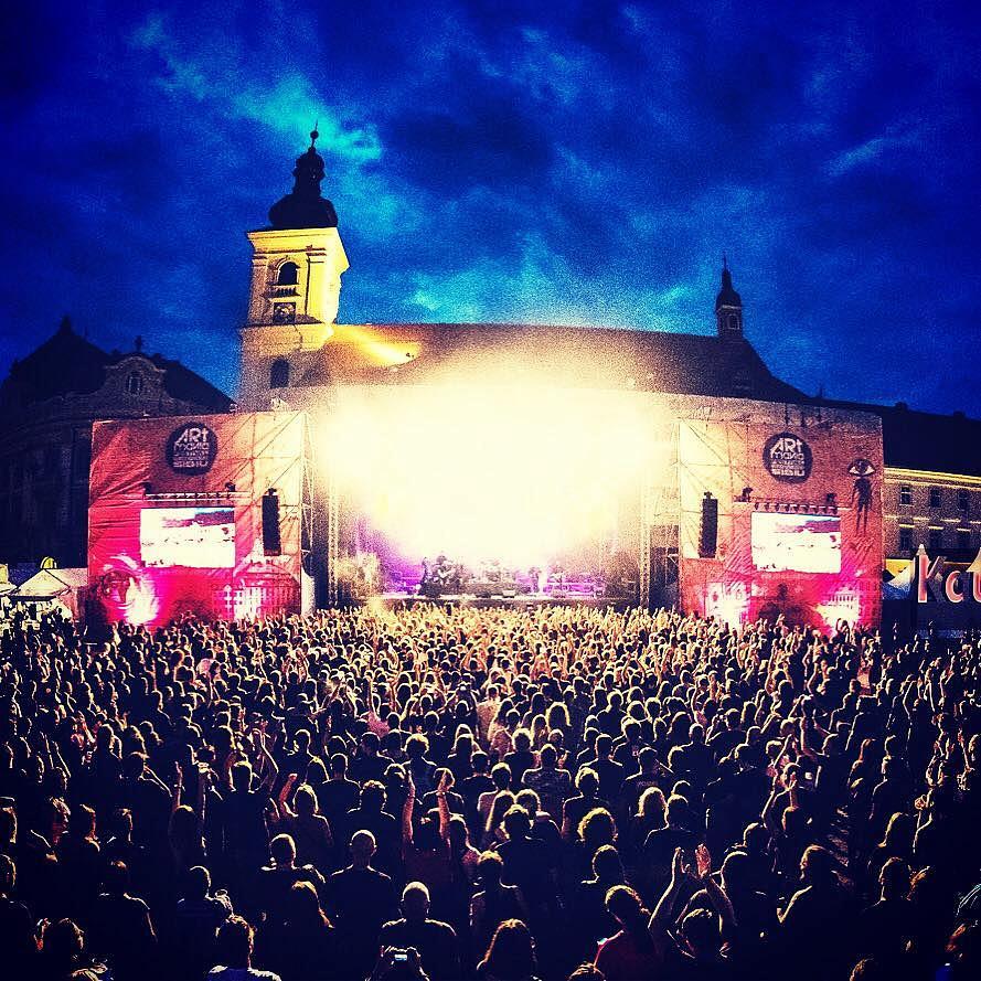 Rock bands gather at festival in Romania's Sibiu | Romania Insider