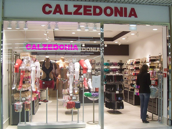 first calzedonia store in romania to open on may 12. Black Bedroom Furniture Sets. Home Design Ideas