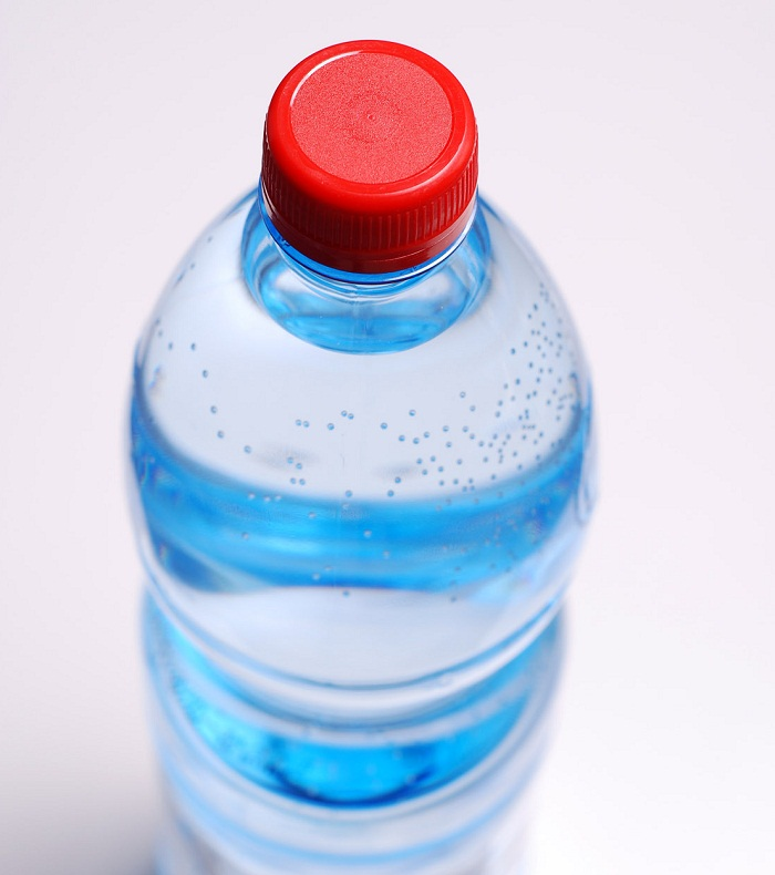 """فرق """"آب معدنی طبیعی"""" با """"آب آشامیدنی بسته بندی"""" در چیست؟"""