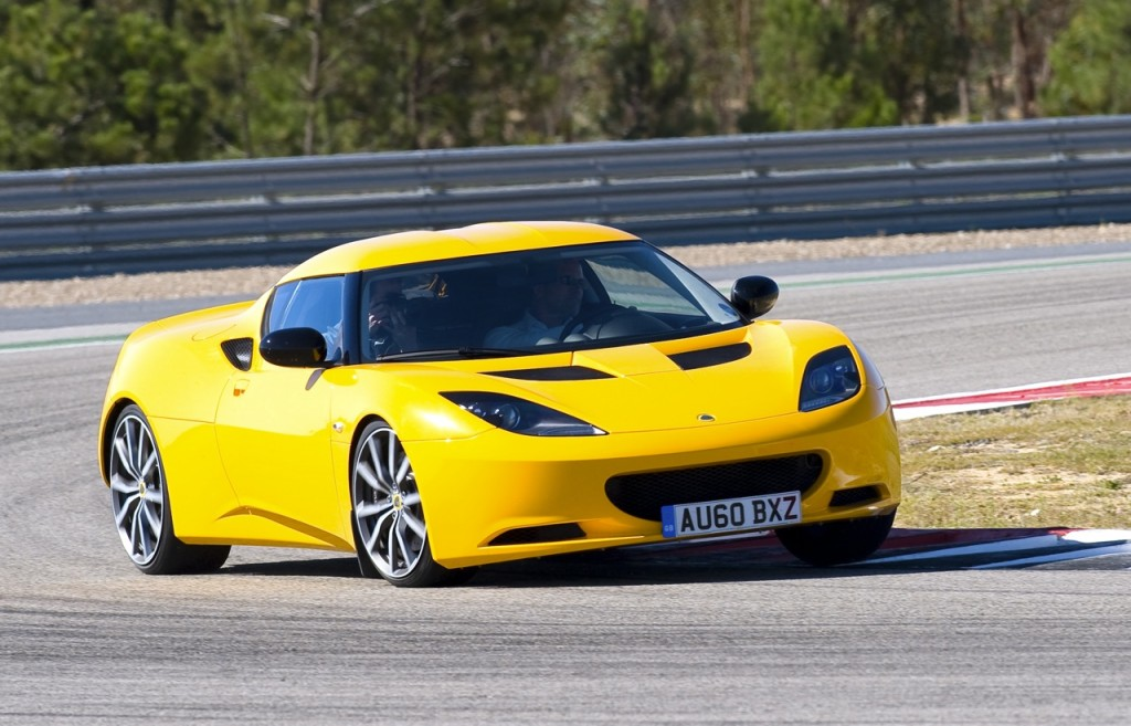 romanian police receives lotus evora s car to chase speedsters romania insider. Black Bedroom Furniture Sets. Home Design Ideas