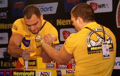 Romanians breaks arm-wrestling record winning against 1,000