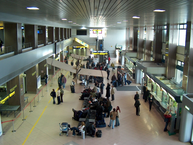 Aeroporto Bucarest : Bucharest otopeni airport manager re appointed after