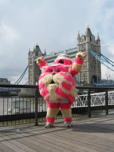 hospice runner to bring london u0026 39 s famous bagpuss costume to