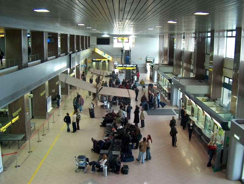 Aeroporto Romania : Bucharest airport company interested in investing