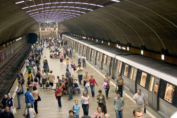 metro crowd
