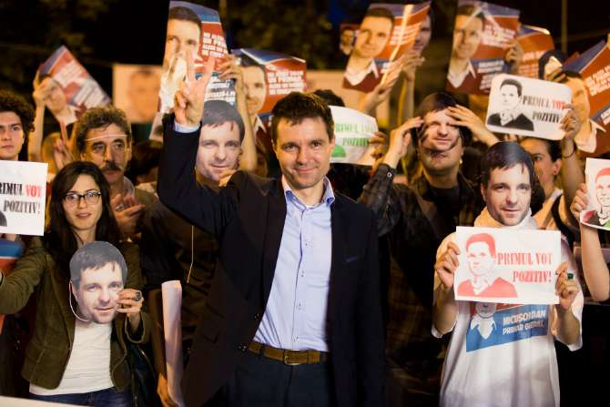 Romanian ngo leader nicusor dan to launch political party - Houses romanias political leaders ...