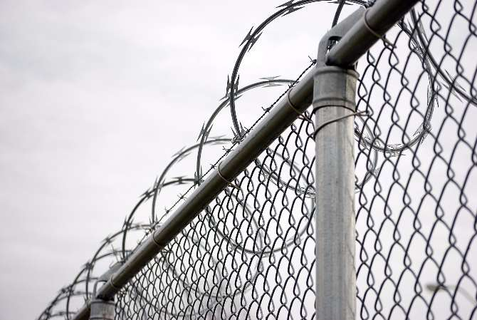 Hungary wants to build a razor-wire fence at the border with Romania ...