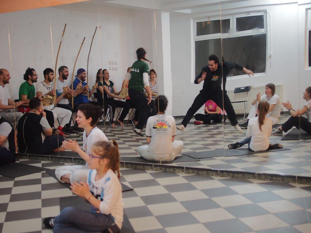 Minhoca teaching capoeira in Bucharest