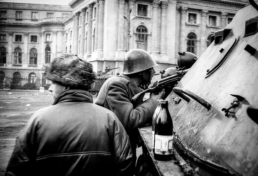 04-revolutia-piata palatului-4