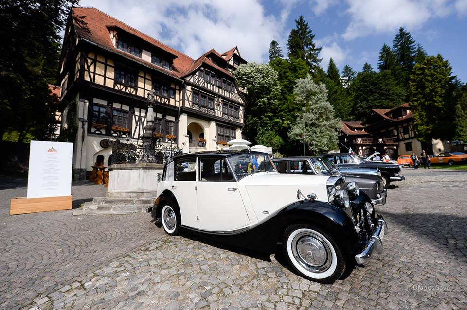 Classic Cars On Display At Romanian Famous Castle This Weekend - Famous classic cars